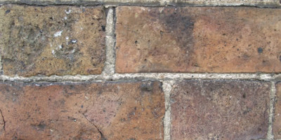 It is important to match existing lime pointing on brickwork facades with the correct materials